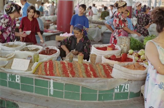 Ouzbékistan, Kokand, marché, épices, © Louis Gigout, 1999