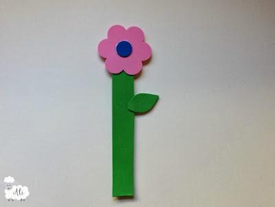 Flor marcapáginas de goma eva