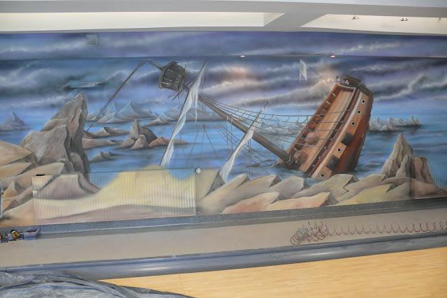 Malowanie ściany 3D aranżacja ściany w kręgielni, obraz przedstawiający zatopiony okręt