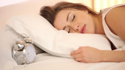 Un estudio asegura que las mujeres necesitan dormir más que los hombres porque sus cerebros trabajan más