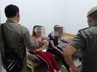 Gadis Ini Ditangkap Polisi Gara Gara Main Tiktok Tapi di Belakangnya Ada Pasangan Yang Lagi Hubungan Badan