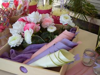 χάρτινα χωνάκια με καρδούλες για ζαχαρωτά τραπέζι ευχών βάπτισης κοριτσάκι