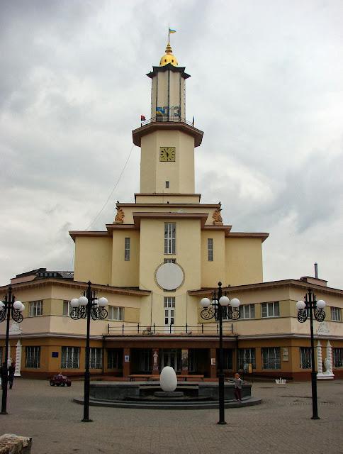 Ратуша в центре Ивано-Франковска