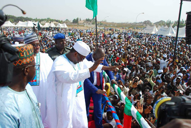 POLITICS: Over 35, 000 member decamp to APC in Niger State - See Pictures