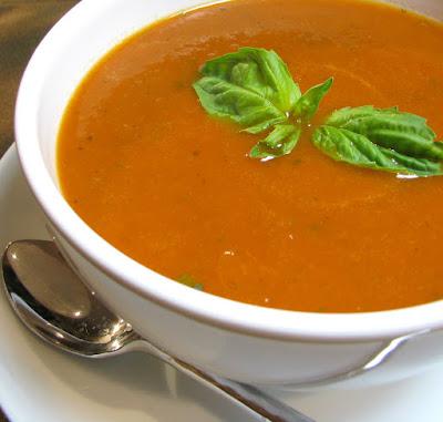 Sopa de Tomate com Manjericão (vegana)