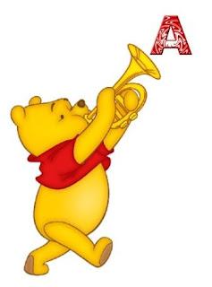 Alfabeto de Winnie the Pooh tocando la Trompeta. Alphabet with Winnie the Pooh with a Trumpet.