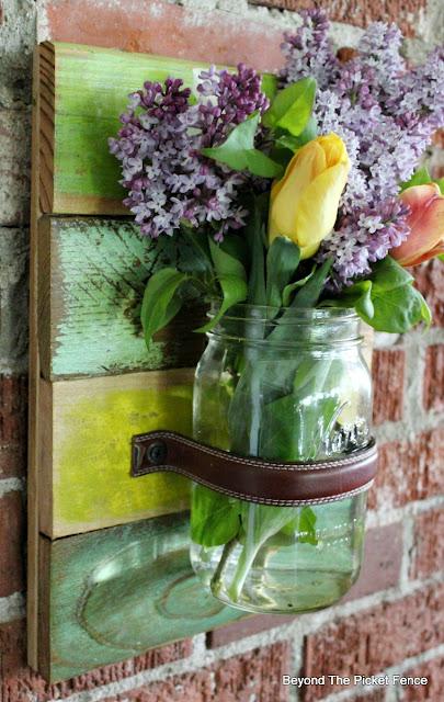 scrap wood, wall vase, mason jar, canning, pallet wood, http://bec4-beyondthepicketfence.blogspot.com/2016/05/mason-jar-wall-vase.html