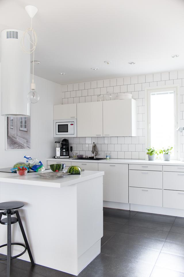 Villa H, keittiön sisustus, kodin sisustus, valkoinen keittiö, interior, white kitchen