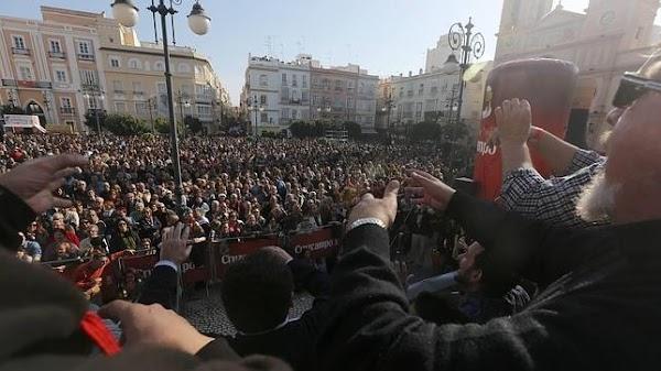 Pestiños y Erizos para saborear las primeras coplas del Carnaval de Cádiz