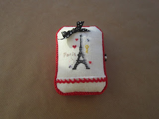 caja metálica, cartonnage, tin box, boite, alfiletero, pin cushion, tour eiffel