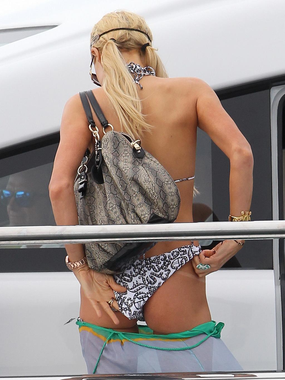 Hilton sydney poses paris nude tuesday