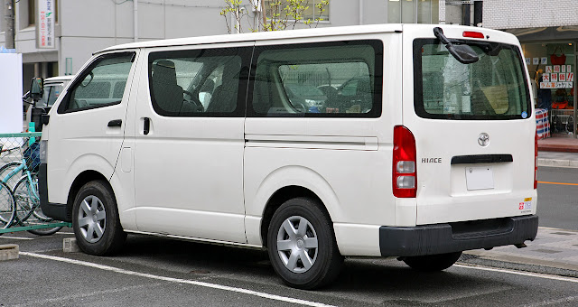 Toyota_Hiace_2005