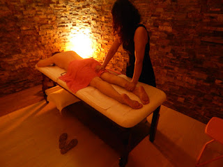 Nuna oriental masseuse massaging leg in massage center Hâi, Malaga, sexy, naked client, finger ass, erotic
