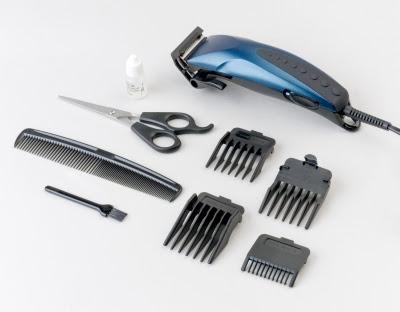 Hiusten leikkaaminen kotona