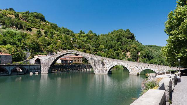 Jembatan-Ponte-Della-Maddal