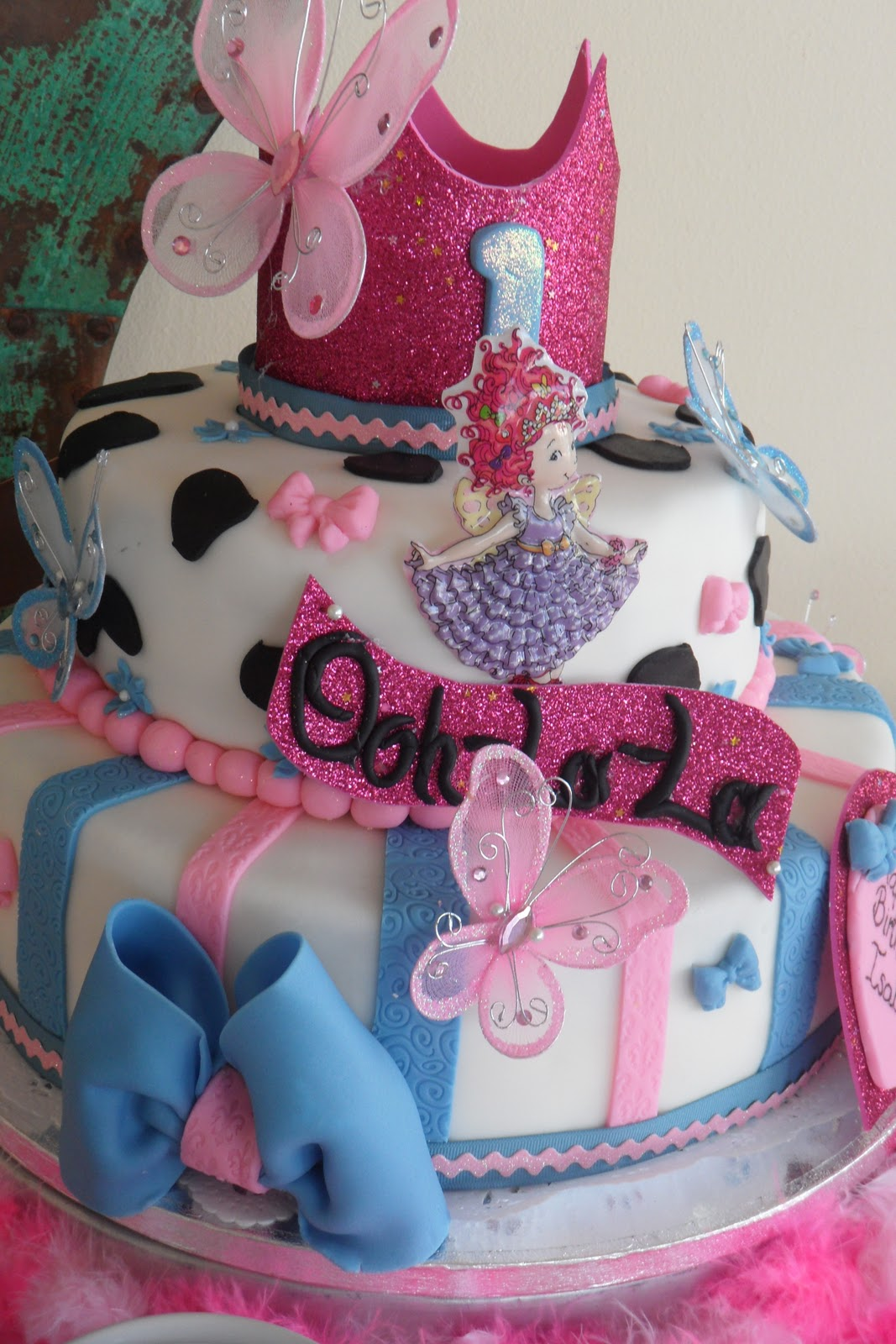Dnichys Cakes and Cookies: Fancy Nancy Cake