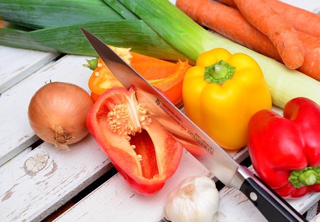 Gemüse mit Messer