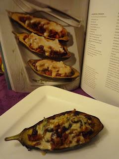 Erfahrungsbericht für die Vegan for fit Challenge von Attila Hildmann - Vegan for fit Auberginenschiffchen Mexican Style mit Buch von Attila Hildmann