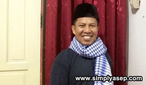 SORBAN ARAB : Inilah sorban arab pemberian dari Ustad Haji Ahmad Farhan, Imam Masjid Babussalam yang saya terima beberap bulan yang lalu. Saya hanya memakainya di rumah saja. Foto IST