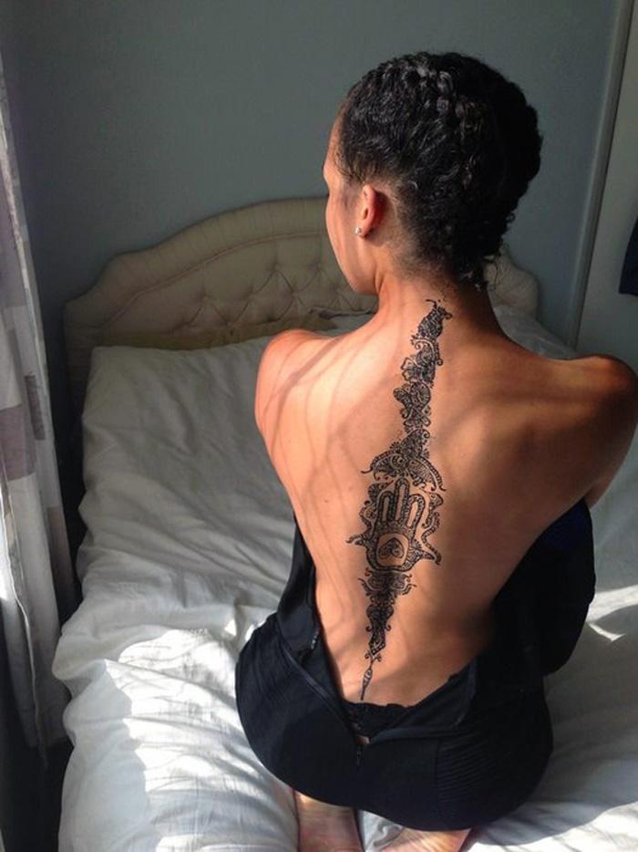 tatuagem-nas-costas-feminina-pele-negra