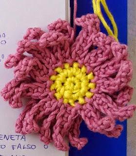 http://www.espaciocrochet.com/2012/05/flor-de-crochet.html