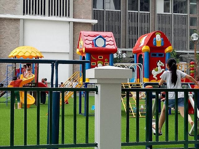 Khu vui chơi trẻ em ở giữa toà CT1 và toà CT2 tại Eco green city