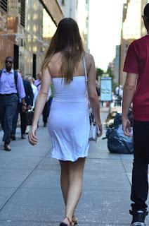 chica-transparentando-tanga-vestido