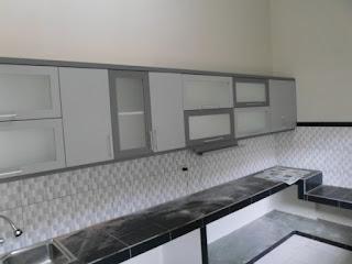furniture semarang - kitchen set minimalis pintu kaca engsel hidrolis 05