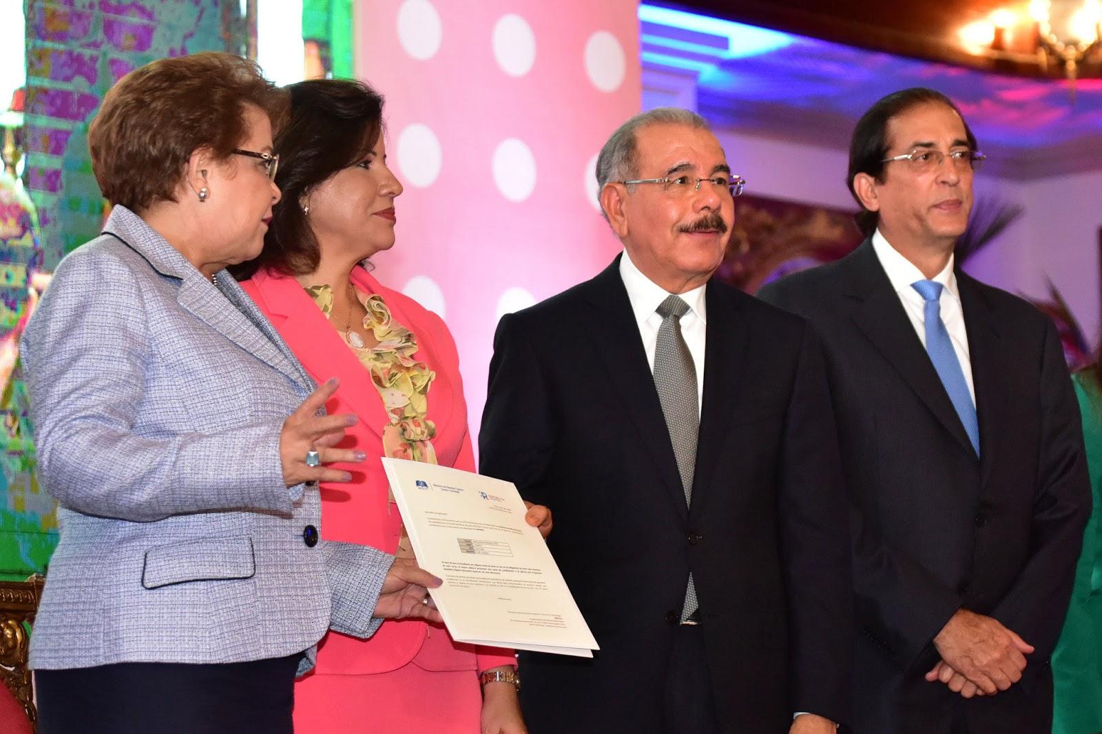 Ahorro tiempo y dinero: ciudadanos cuentan con 61 nuevos servicios en línea gracias a República Digital; Danilo Medina encabeza lanzamiento