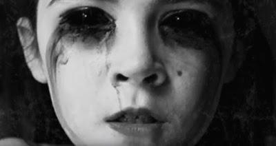 penampakan hantu bocah wanita bermata hitam