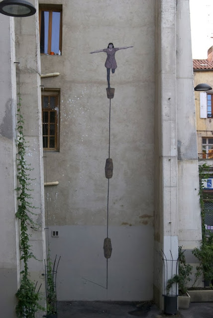 Street Art By Argentinian Artist Hyuro On The Streets Of Perpignan, France. 1