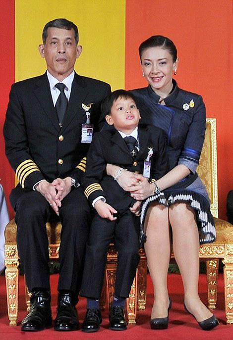 Royal Family Around The World Thailands King Bhumibol -6366