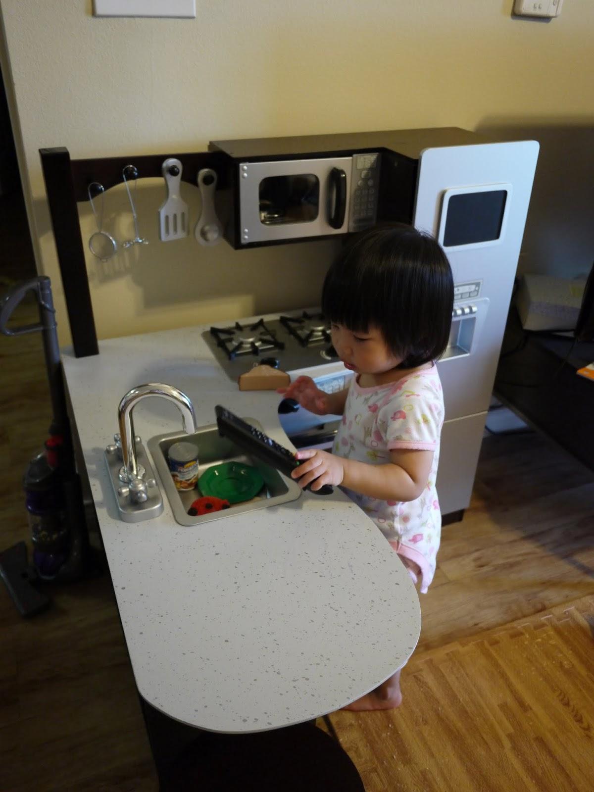 Kid Craft Kitchen Led Light Live Love Laugh 1y6m 玩具篇 Kidkraft 小廚房 畫圖桌 Mini Dyson吸塵器 木製拼圖