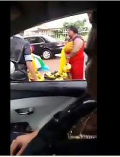 Entertainment: White Man Spotted in Nigeria Pricing Banana in Fluent Pidgin English (Video)