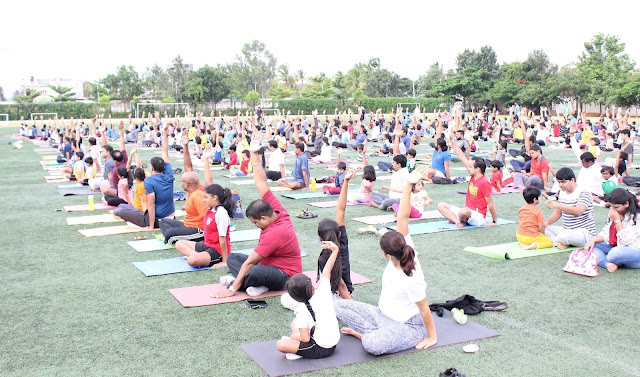 Father Child duo stretch, bend to celebrate International Yoga Day & Fathers Day in style