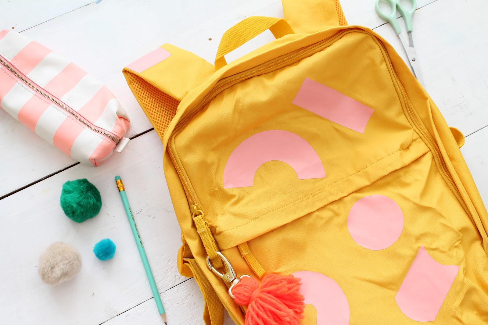 Make a DIY geometric kids backpack with iron on vinyl for back to school