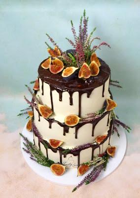 tort weselny z figami