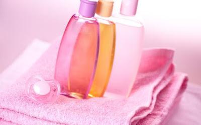 6 إستعمالات غريبة ومذهلة لم تخطر ببالكِ لزيت الأطفال شامبو بلسم شاور جل baby oil johnson shower gel shampoo