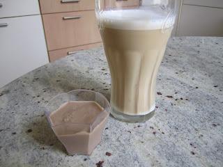 Crème au Baileys accompagnée d'un cappuccino glacé Dolce Gusto