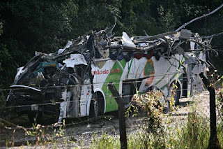 Acidente com ônibus de estudantes deixa ao menos 18 mortos no interior de SP; Vídeo