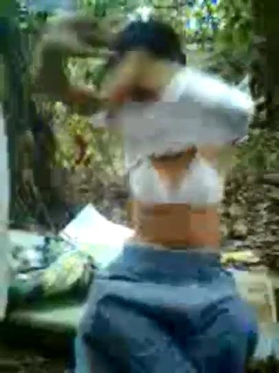Anak Madrasah jilbab ngentot di hutan - Juraganterong.net | Nonton ...