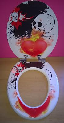 WC-Sitz mit Absenkautomatik mit Holzkern im Motiv Metal Heart
