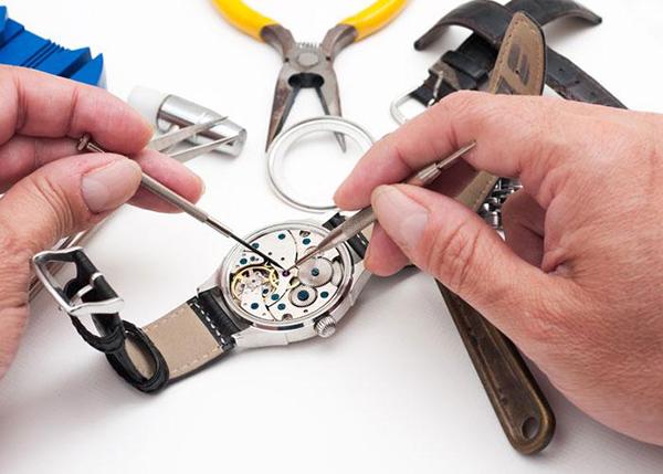 Tuyển nhân viên kỹ thuật sửa chữa đồng hồ