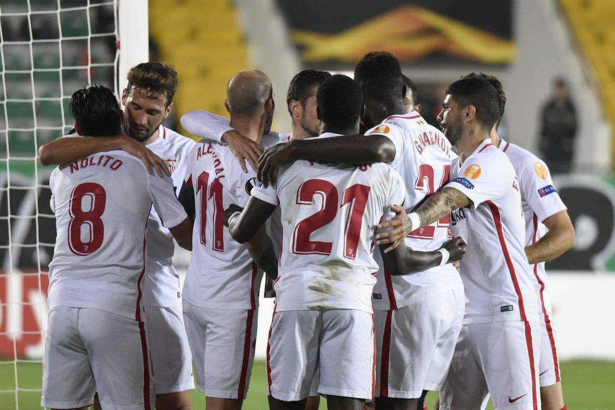 577339e4b0b20 FÚTBOL.- UEFA LIGA EUROPA.- El Sevilla FC superó todas las dificultades  ante el Akhisarspor en Turquia y logró una sufrida victoria para seguir  para seguir ...