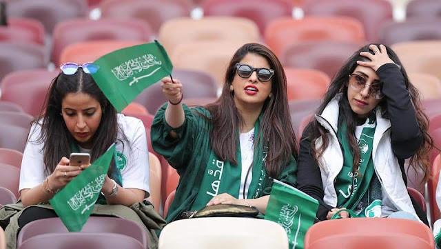 بنات لابسه تيشرت السعودية
