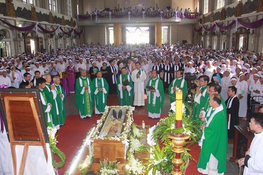 Ngày thứ Ba: Kính viếng và cầu nguyện cho Đức cha Phanxicô Xaviê Nguyễn Văn Sang - Ảnh minh hoạ 35