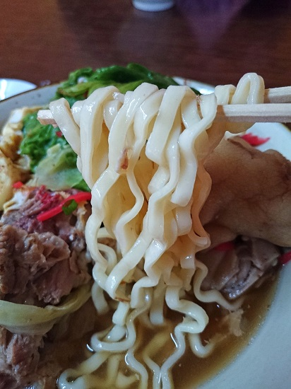 スペシャルそばの麺の写真