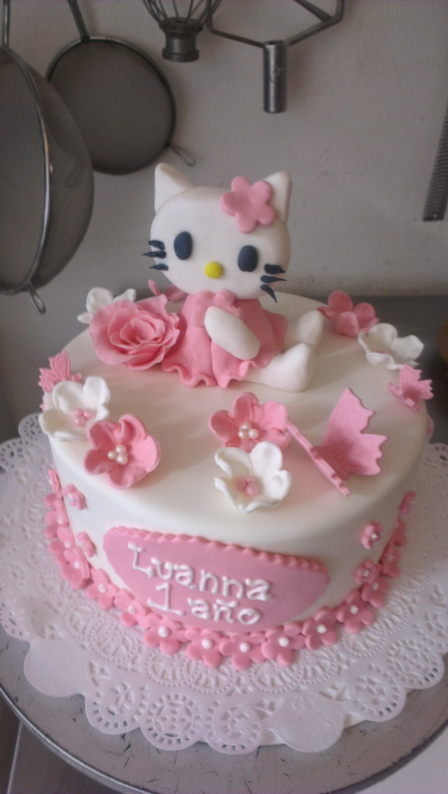 Cute HELLO KITTY Cake For A 1 Year Old Girl