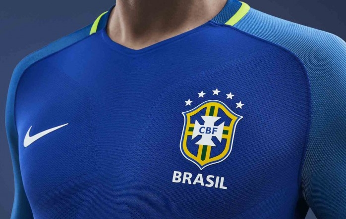 O processo de personalização das camisas da Seleção Brasileira ... fb5afe9fd0b6d