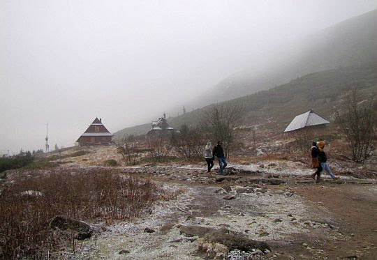 Szlak na Przełęcz między Kopami.